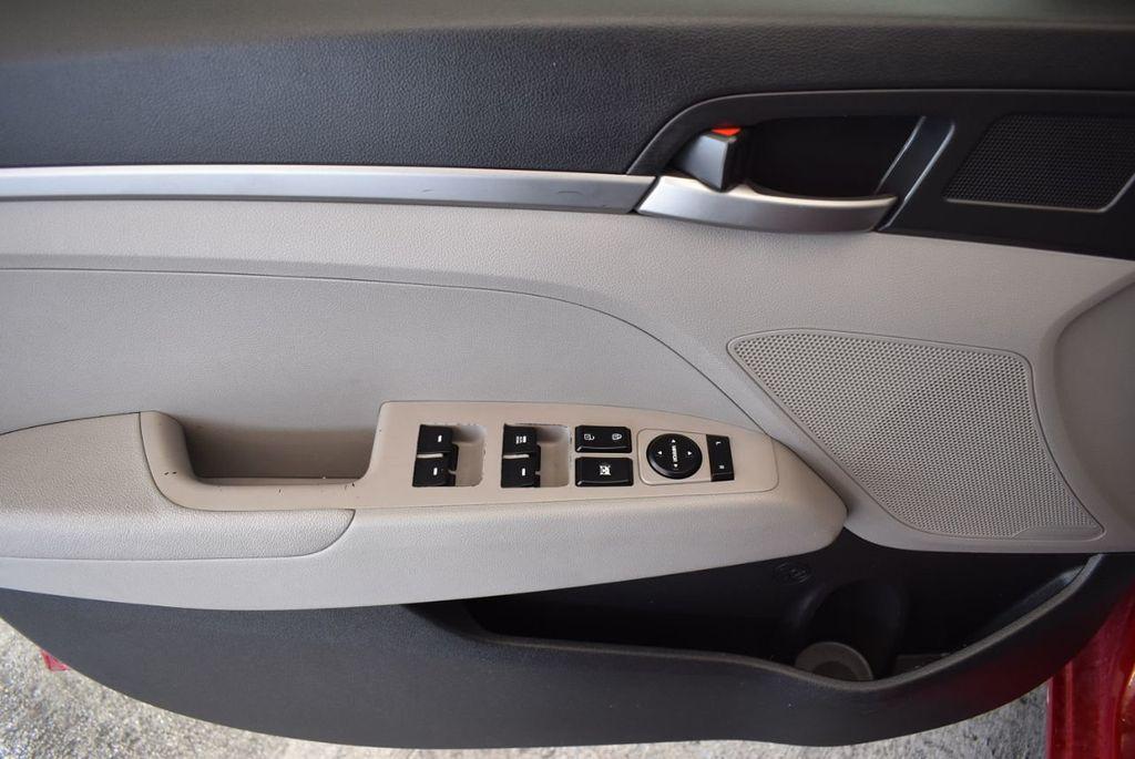 2017 Hyundai Elantra SE 2.0L Automatic - 17456975 - 15