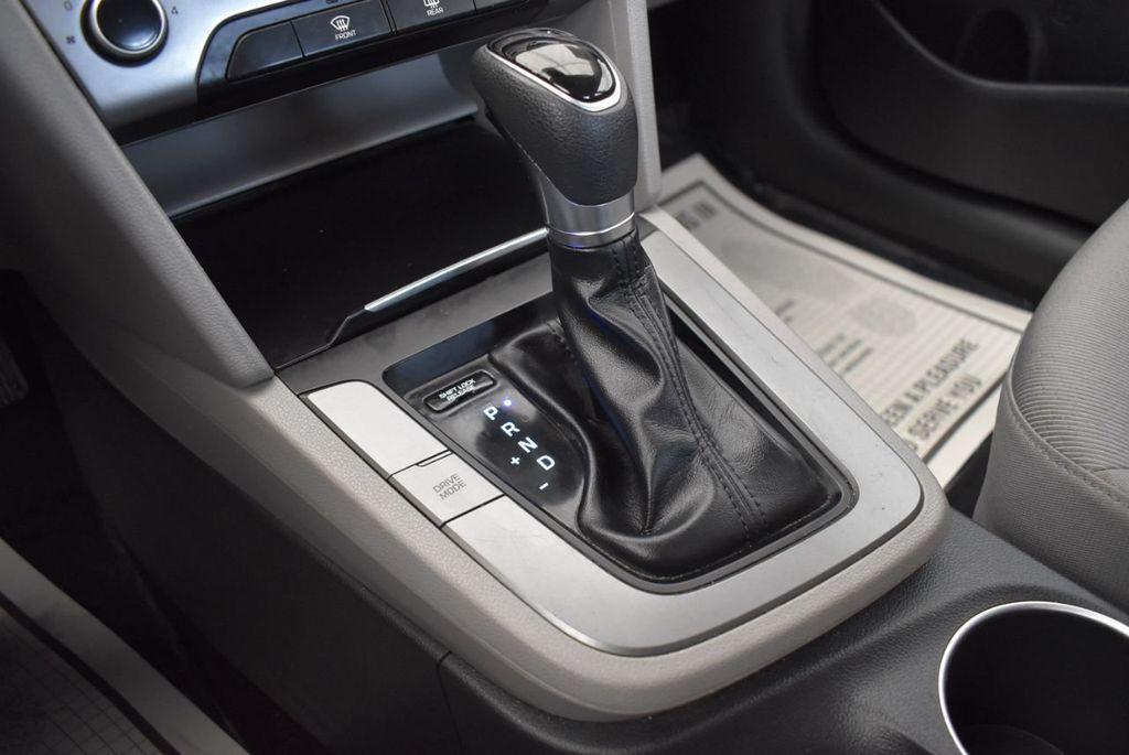 2017 Hyundai Elantra SE 2.0L Automatic - 17456975 - 21
