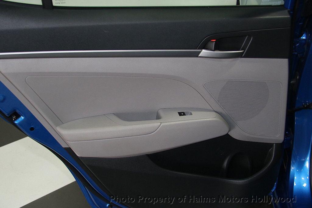 2017 Hyundai Elantra SE 2.0L Automatic - 17093687 - 10