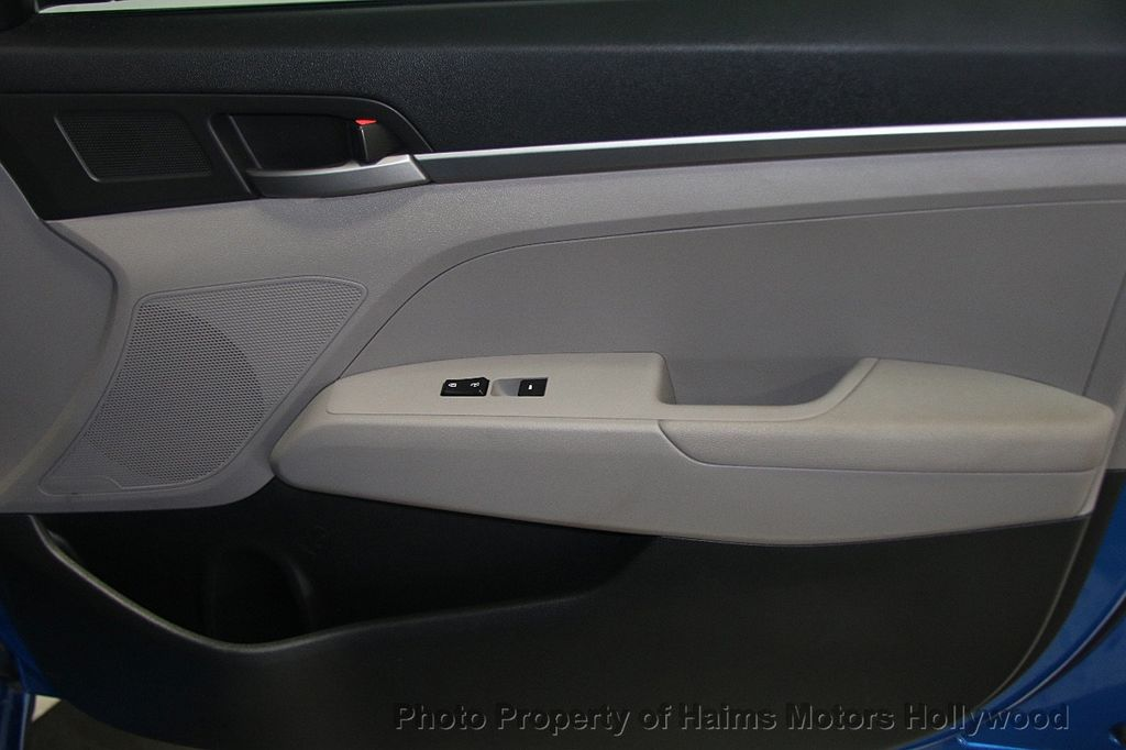 2017 Hyundai Elantra SE 2.0L Automatic - 17093687 - 12
