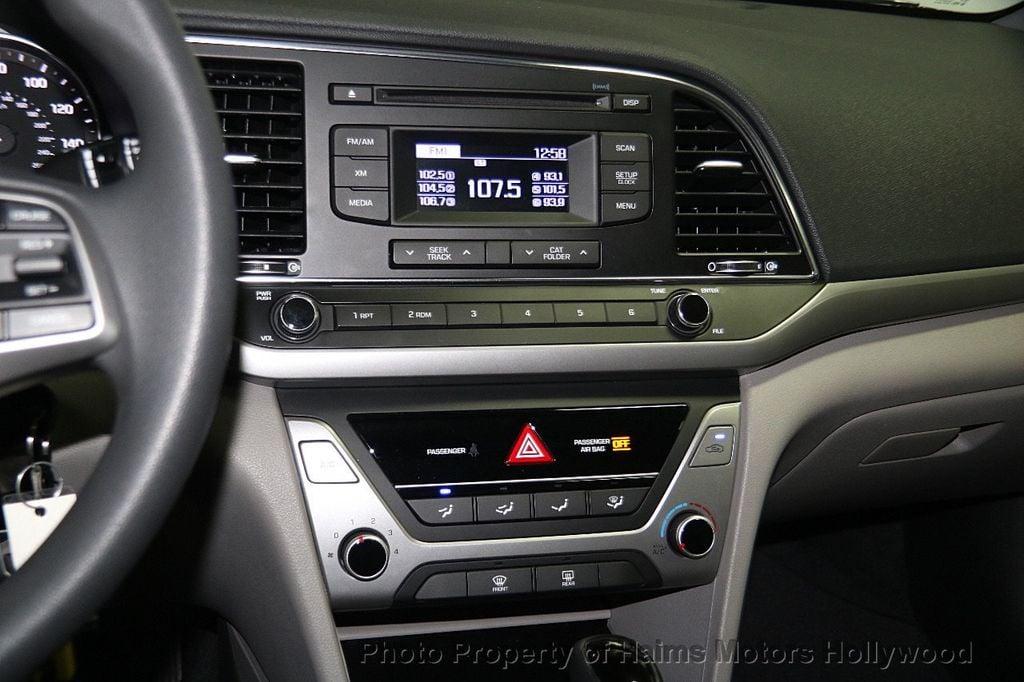 2017 Hyundai Elantra SE 2.0L Automatic - 17093687 - 18