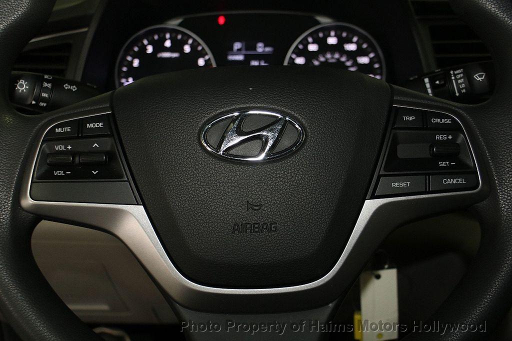 2017 Hyundai Elantra SE 2.0L Automatic - 17093687 - 24