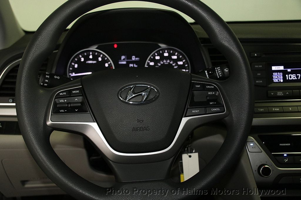 2017 Hyundai Elantra SE 2.0L Automatic - 17093687 - 25