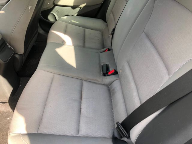 2017 Hyundai Elantra SE 2.0L Automatic - Click to see full-size photo viewer