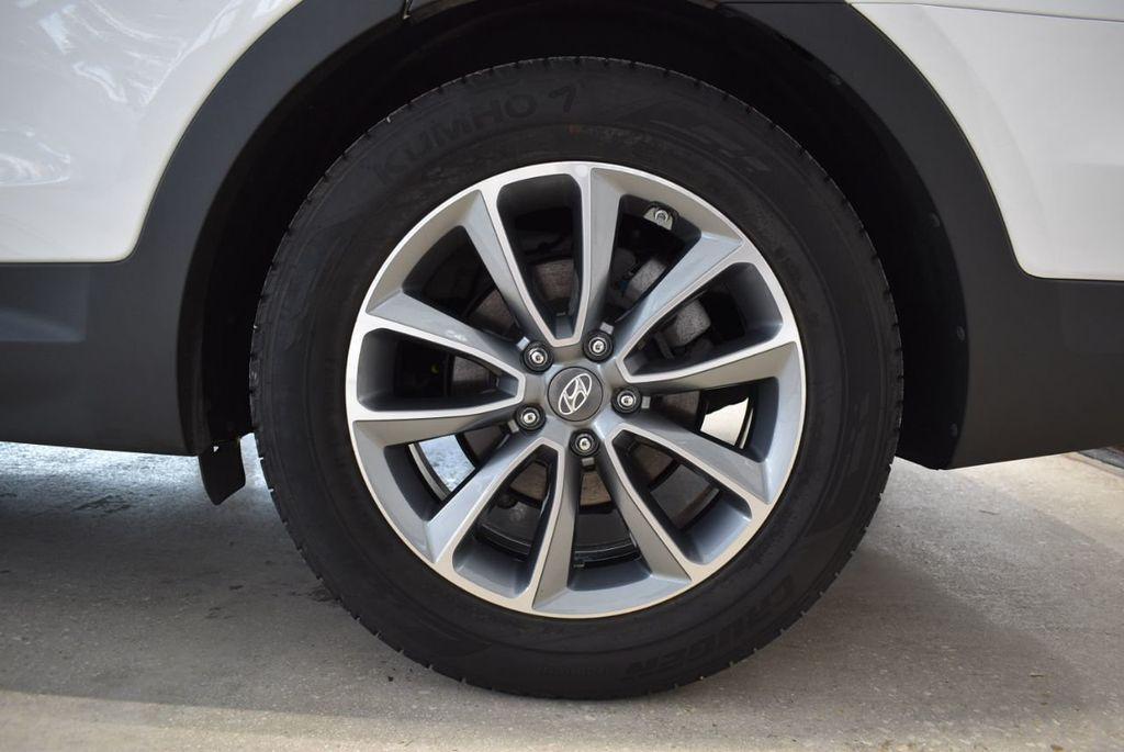 2017 Hyundai Santa Fe  - 18546205 - 10