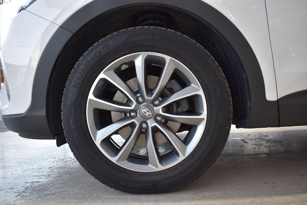 2017 Hyundai Santa Fe  - 18546205 - 11