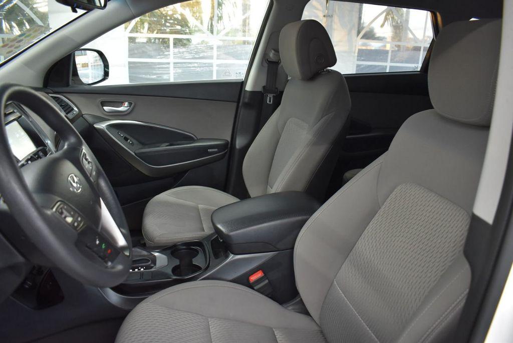 2017 Hyundai Santa Fe  - 18546205 - 16