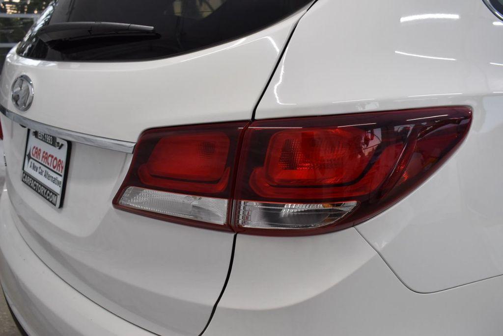 2017 Hyundai Santa Fe  - 18546205 - 1