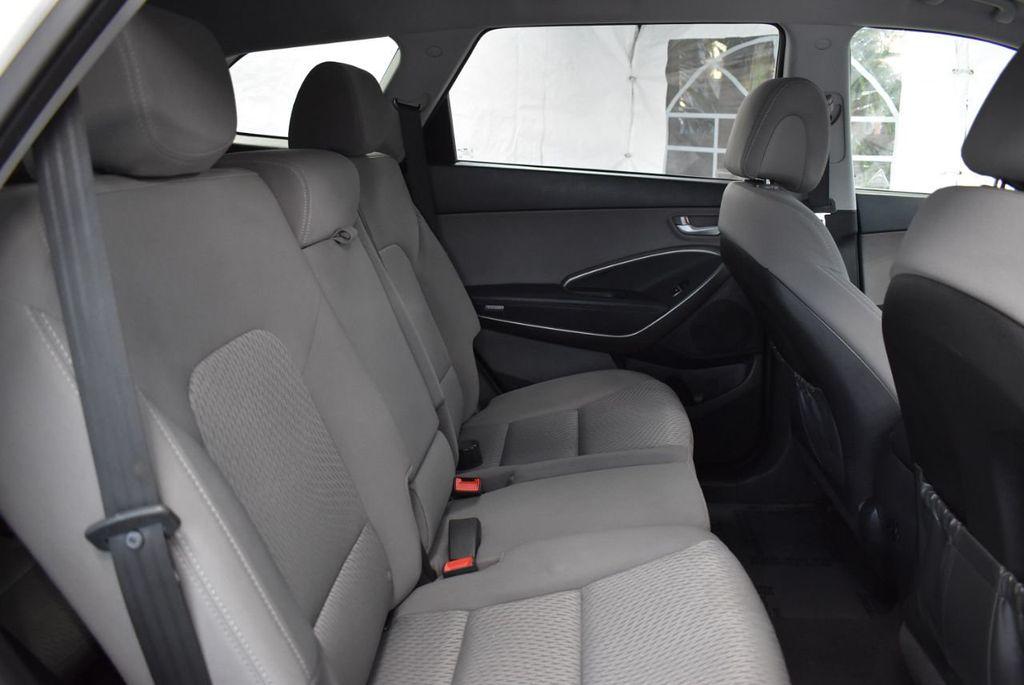 2017 Hyundai Santa Fe  - 18546205 - 23