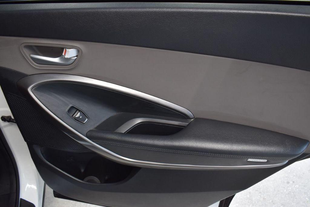2017 Hyundai Santa Fe  - 18546205 - 24