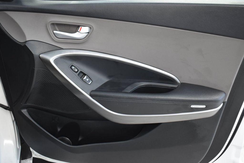 2017 Hyundai Santa Fe  - 18546205 - 25