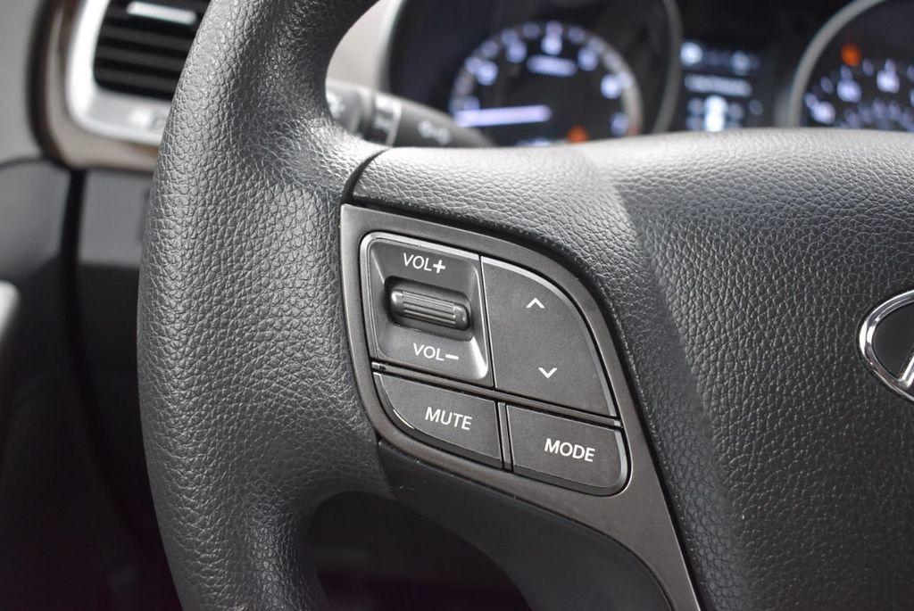 2017 Hyundai Santa Fe 6LS2 - 18432684 - 23