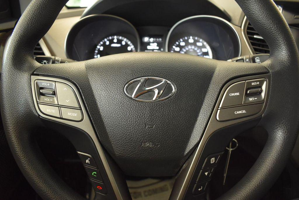 2017 Hyundai Santa Fe Limited 3.3L Automatic - 18093581 - 17