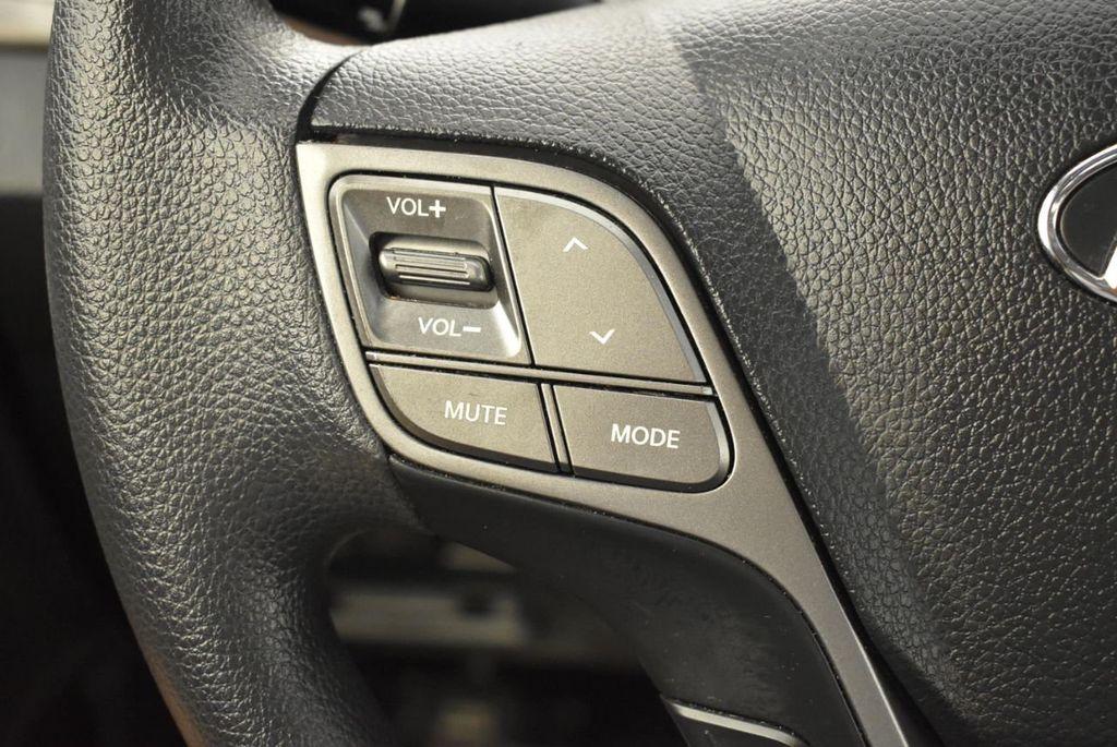 2017 Hyundai Santa Fe Limited 3.3L Automatic - 18093580 - 1
