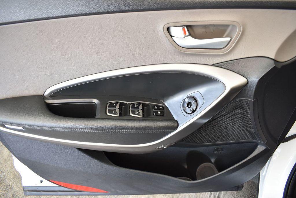 2017 Hyundai Santa Fe Limited 3.3L Automatic - 18093580 - 23
