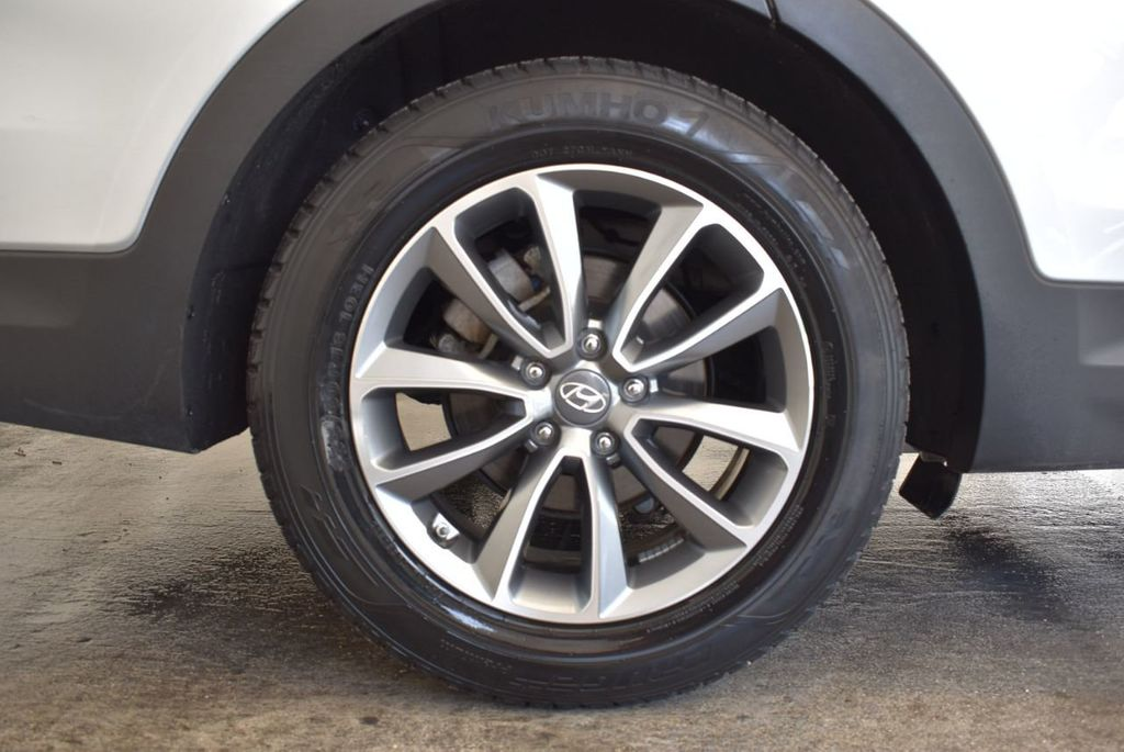 2017 Hyundai Santa Fe SE 3.3L Automatic - 17924954 - 9