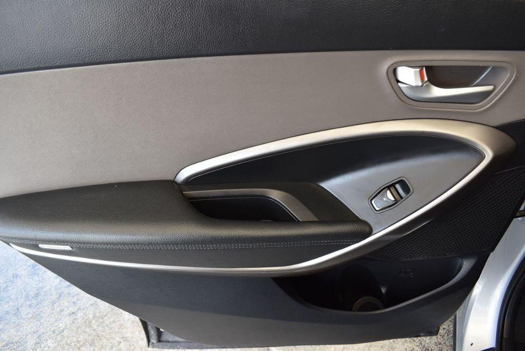 2017 Hyundai Santa Fe SE 3.3L Automatic - 17924954 - 13