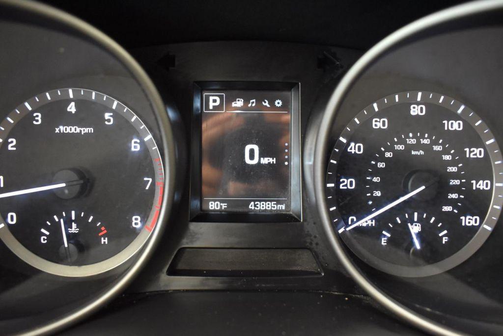 2017 Hyundai Santa Fe SE 3.3L Automatic - 17924954 - 16