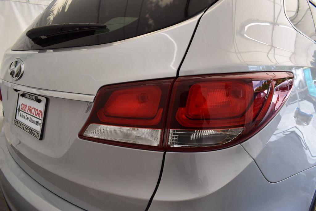 2017 Hyundai Santa Fe SE 3.3L Automatic - 17924954 - 1