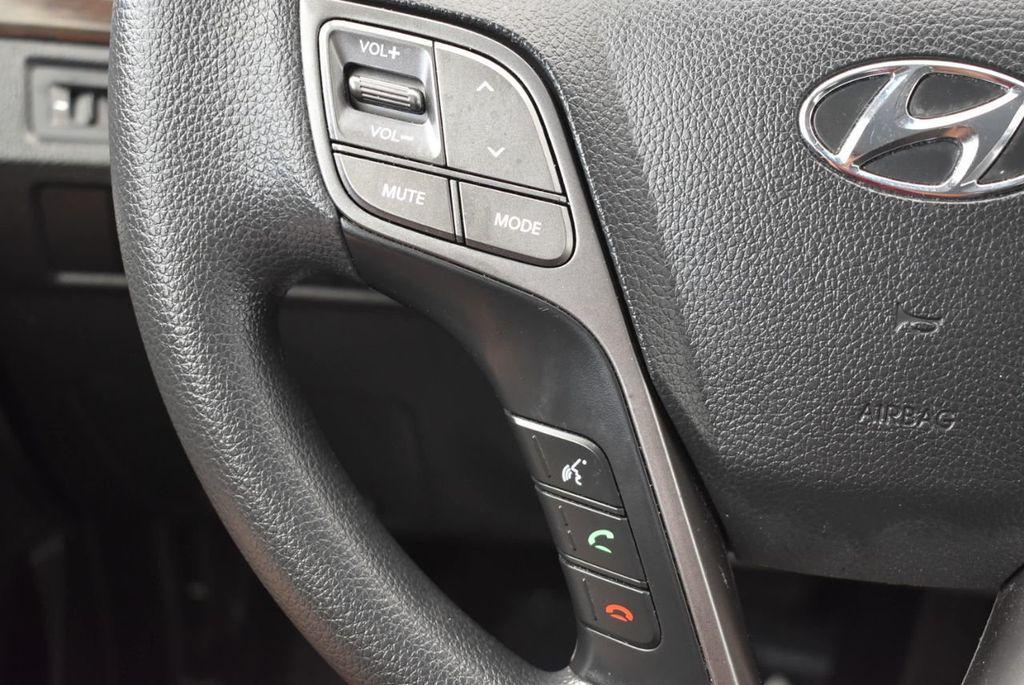 2017 Hyundai Santa Fe SE 3.3L Automatic - 17924954 - 19