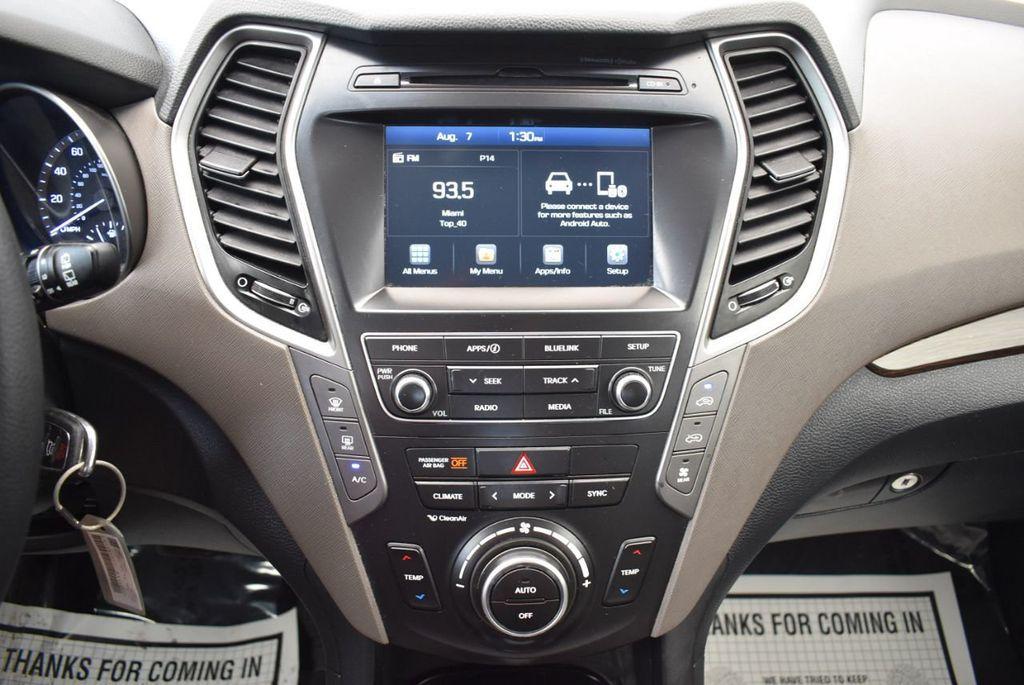 2017 Hyundai Santa Fe SE 3.3L Automatic - 17924954 - 20