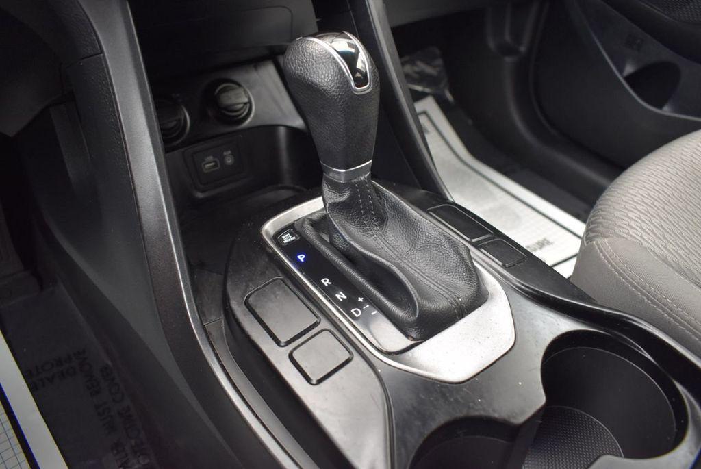 2017 Hyundai Santa Fe SE 3.3L Automatic - 17924954 - 21