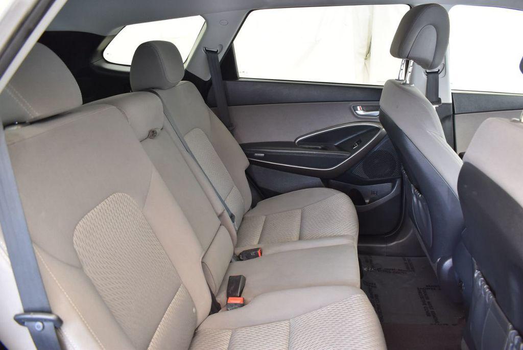 2017 Hyundai Santa Fe SE 3.3L Automatic - 17924954 - 22