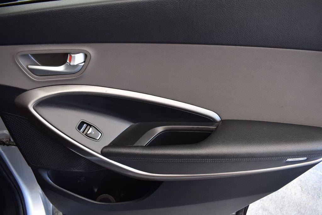 2017 Hyundai Santa Fe SE 3.3L Automatic - 17924954 - 23