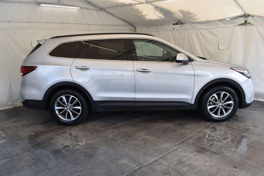 2017 Hyundai Santa Fe SE 3.3L Automatic - 17924954 - 2