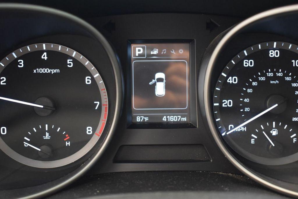 2017 Hyundai Santa Fe SE 3.3L Automatic - 17942445 - 9