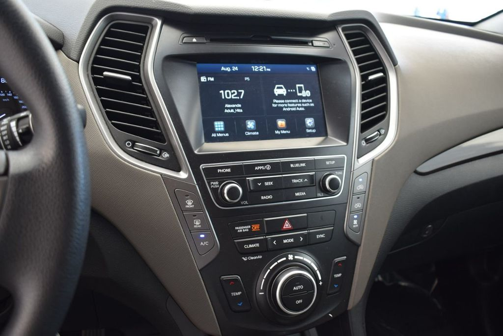 2017 Hyundai Santa Fe SE 3.3L Automatic - 17942445 - 11