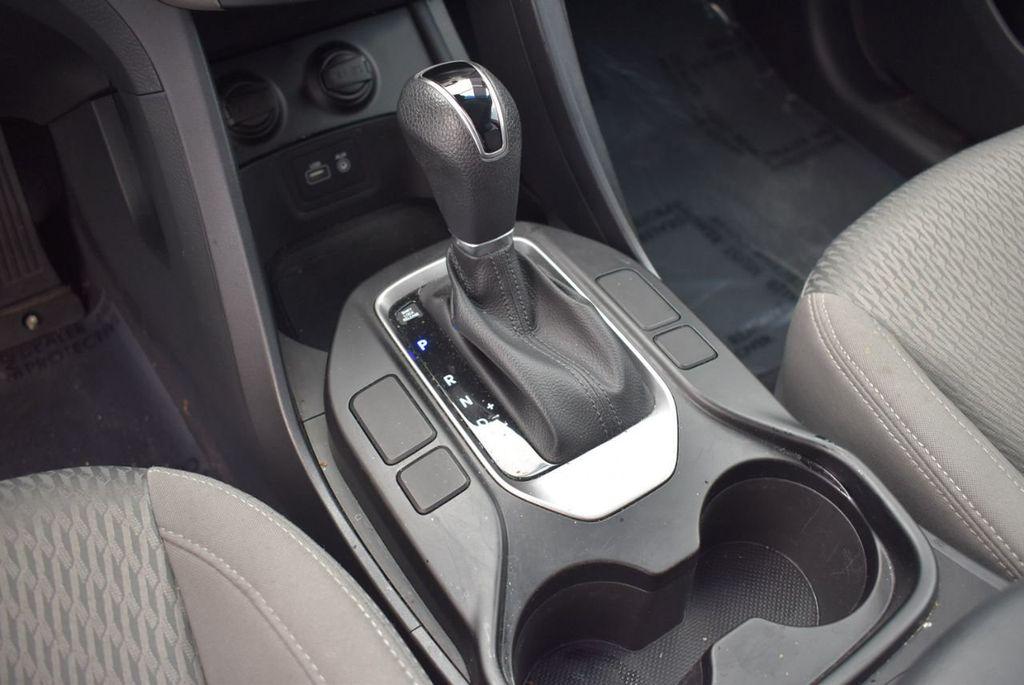 2017 Hyundai Santa Fe SE 3.3L Automatic - 17942445 - 12