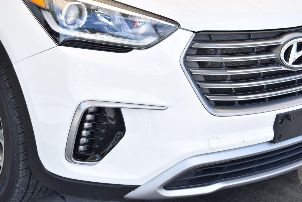 2017 Hyundai Santa Fe SE 3.3L Automatic - 17942445 - 1