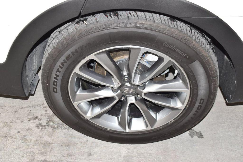 2017 Hyundai Santa Fe SE 3.3L Automatic - 17942445 - 5