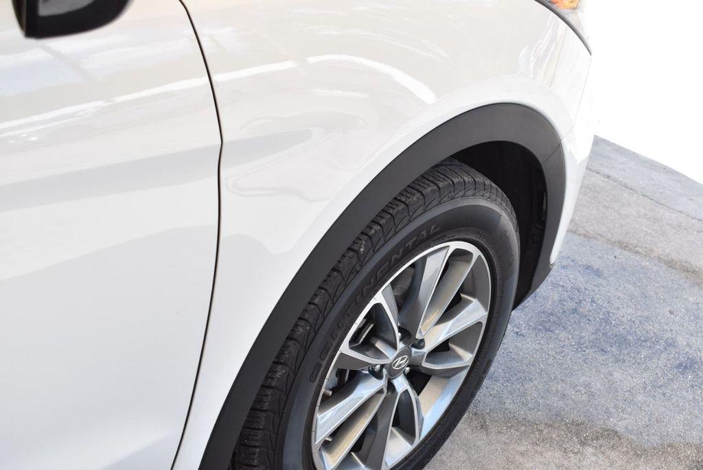 2017 Hyundai Santa Fe SE 3.3L Automatic - 17942445 - 8