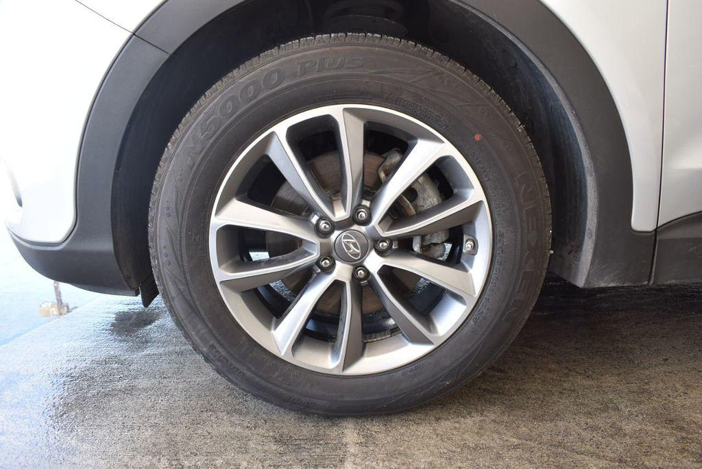 2017 Hyundai Santa Fe SE 3.3L Automatic - 18122115 - 11