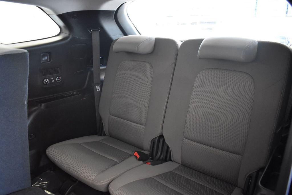 2017 Hyundai Santa Fe SE 3.3L Automatic - 18122115 - 12