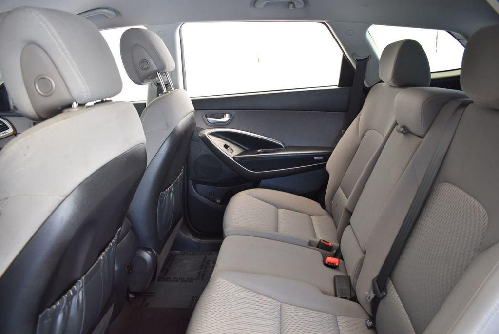 2017 Hyundai Santa Fe SE 3.3L Automatic - 18122115 - 13