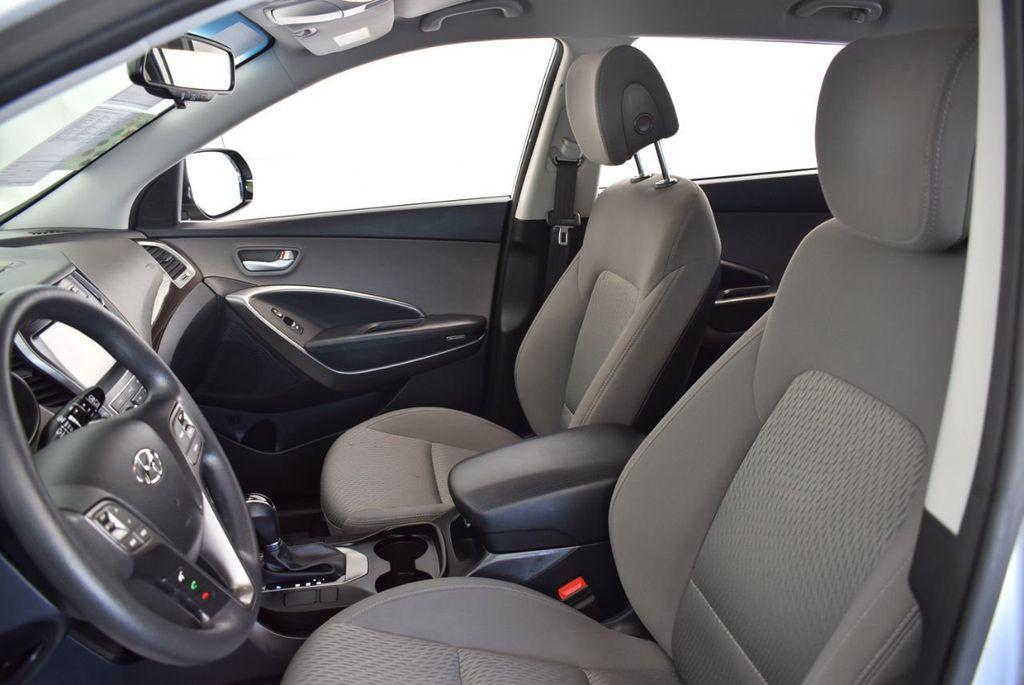 2017 Hyundai Santa Fe SE 3.3L Automatic - 18122115 - 15