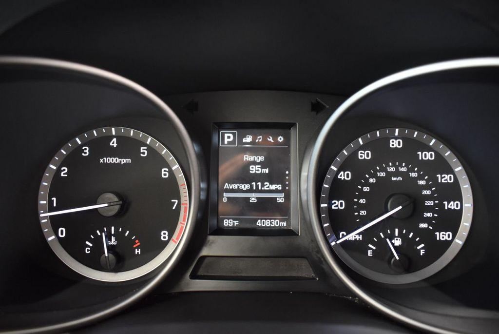 2017 Hyundai Santa Fe SE 3.3L Automatic - 18122115 - 17