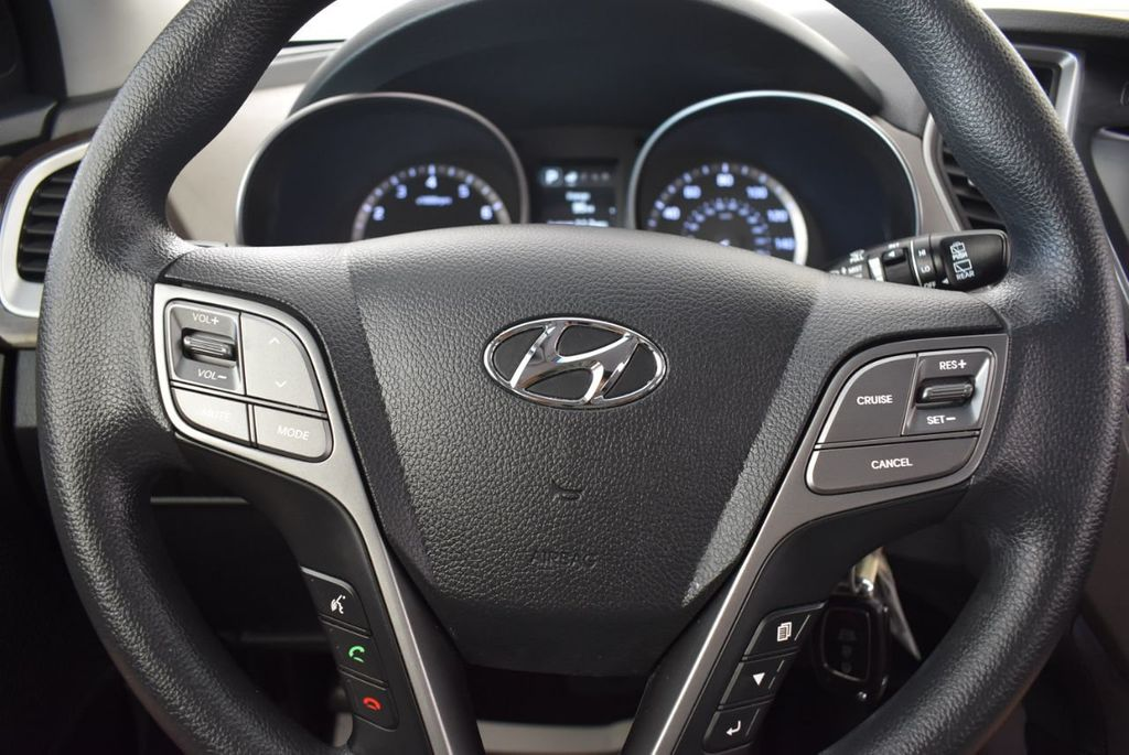 2017 Hyundai Santa Fe SE 3.3L Automatic - 18122115 - 18