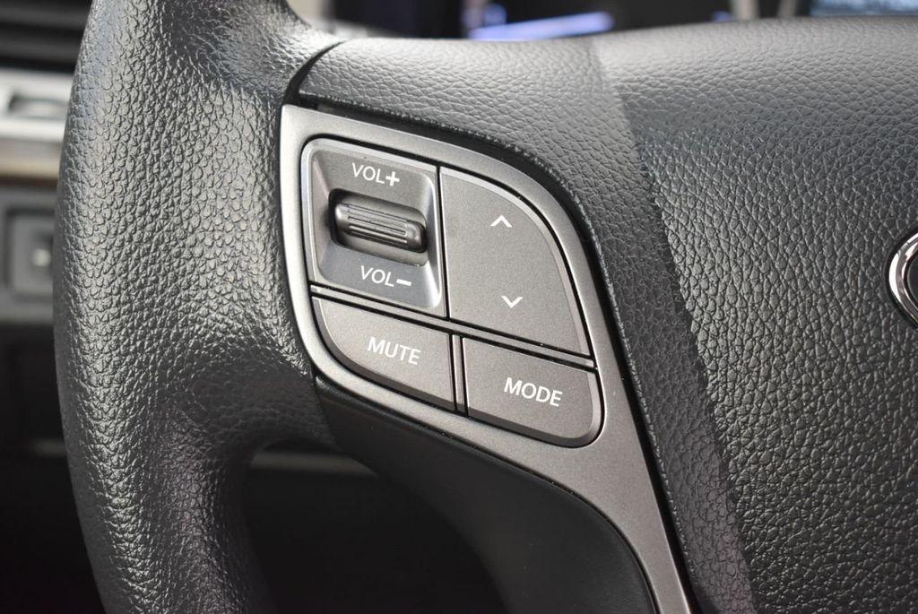2017 Hyundai Santa Fe SE 3.3L Automatic - 18122115 - 20
