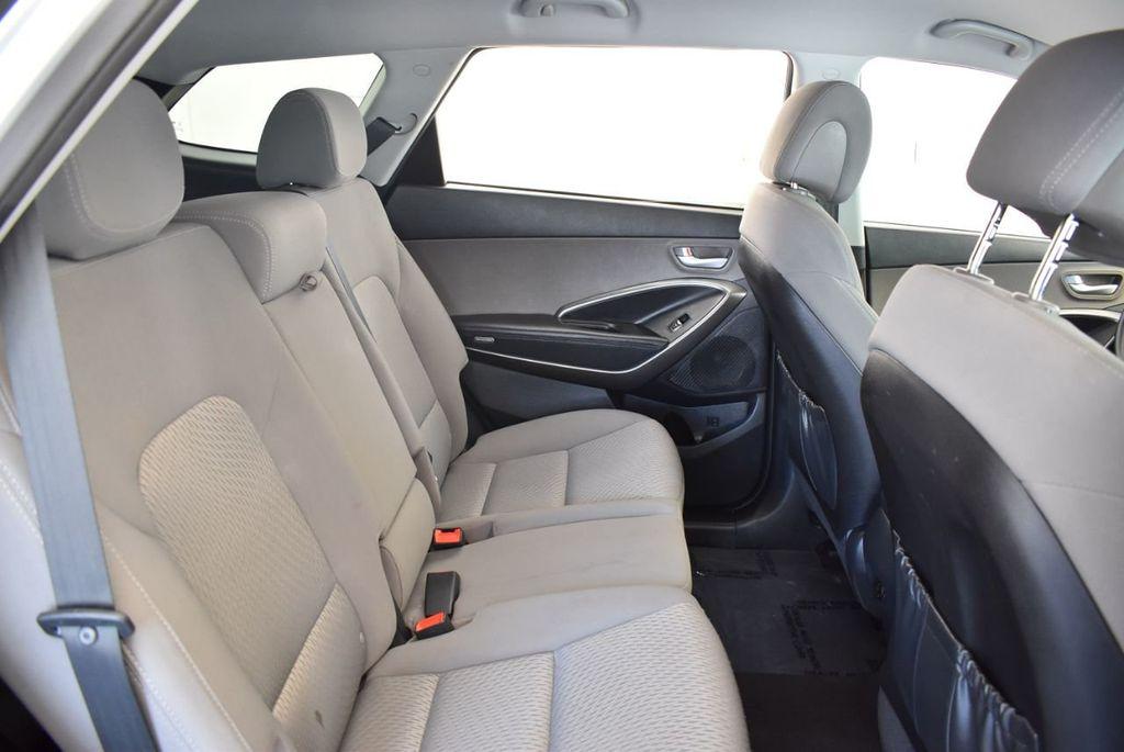 2017 Hyundai Santa Fe SE 3.3L Automatic - 18122115 - 23