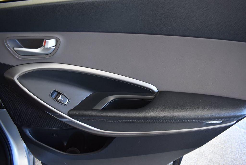 2017 Hyundai Santa Fe SE 3.3L Automatic - 18122115 - 24