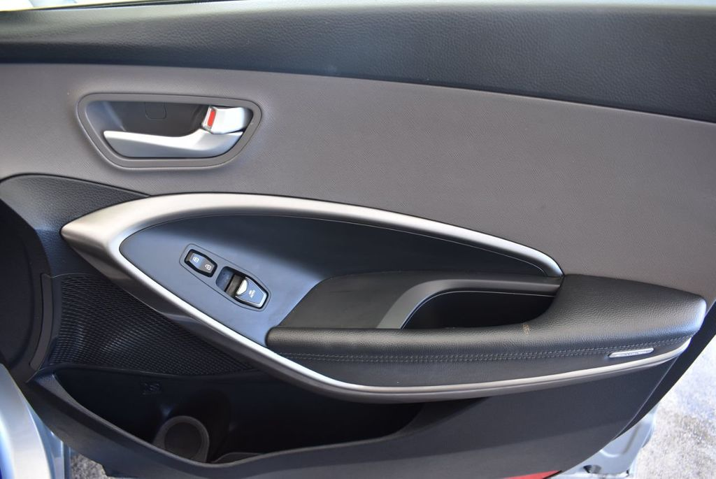 2017 Hyundai Santa Fe SE 3.3L Automatic - 18122115 - 26