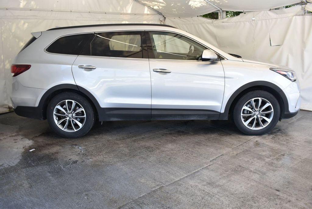 2017 Hyundai Santa Fe SE 3.3L Automatic - 18122115 - 2
