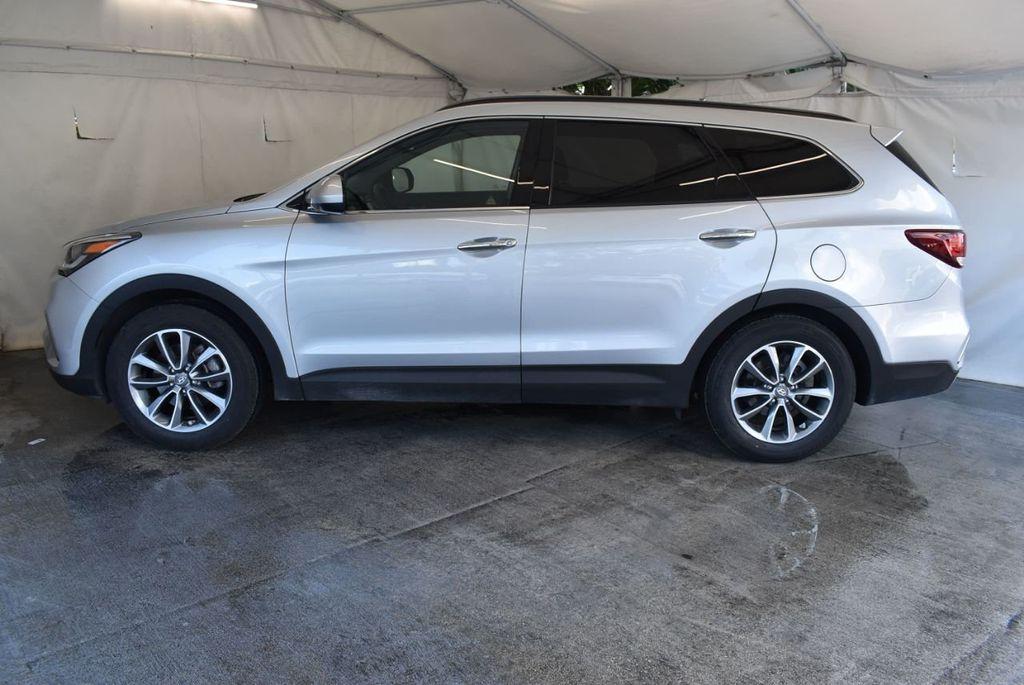 2017 Hyundai Santa Fe SE 3.3L Automatic - 18122115 - 4