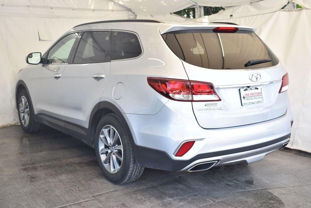 2017 Hyundai Santa Fe SE 3.3L Automatic - 18122115 - 5