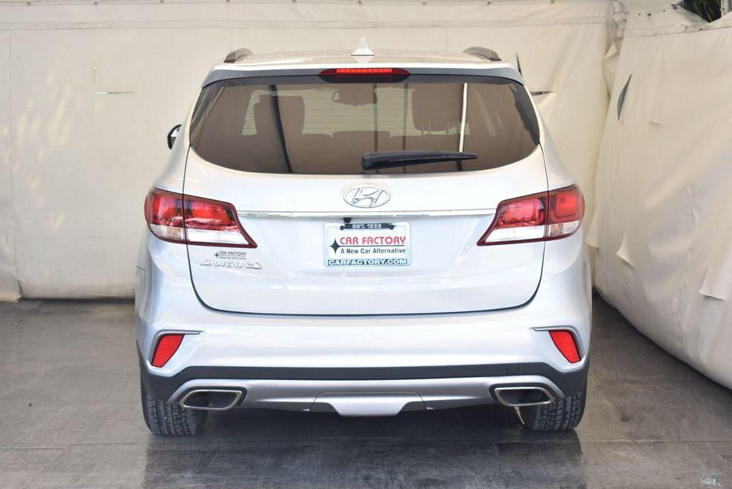 2017 Hyundai Santa Fe SE 3.3L Automatic - 18122115 - 7