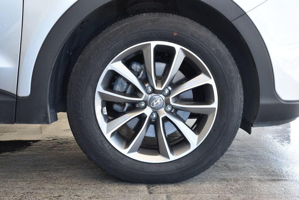 2017 Hyundai Santa Fe SE 3.3L Automatic - 18122115 - 8